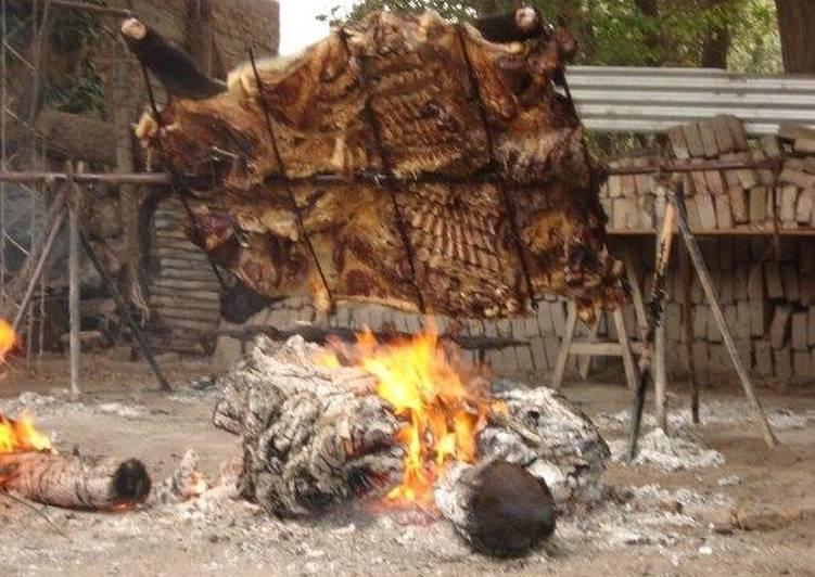 El asado con cuero, el más tradicional de la pampa argentina