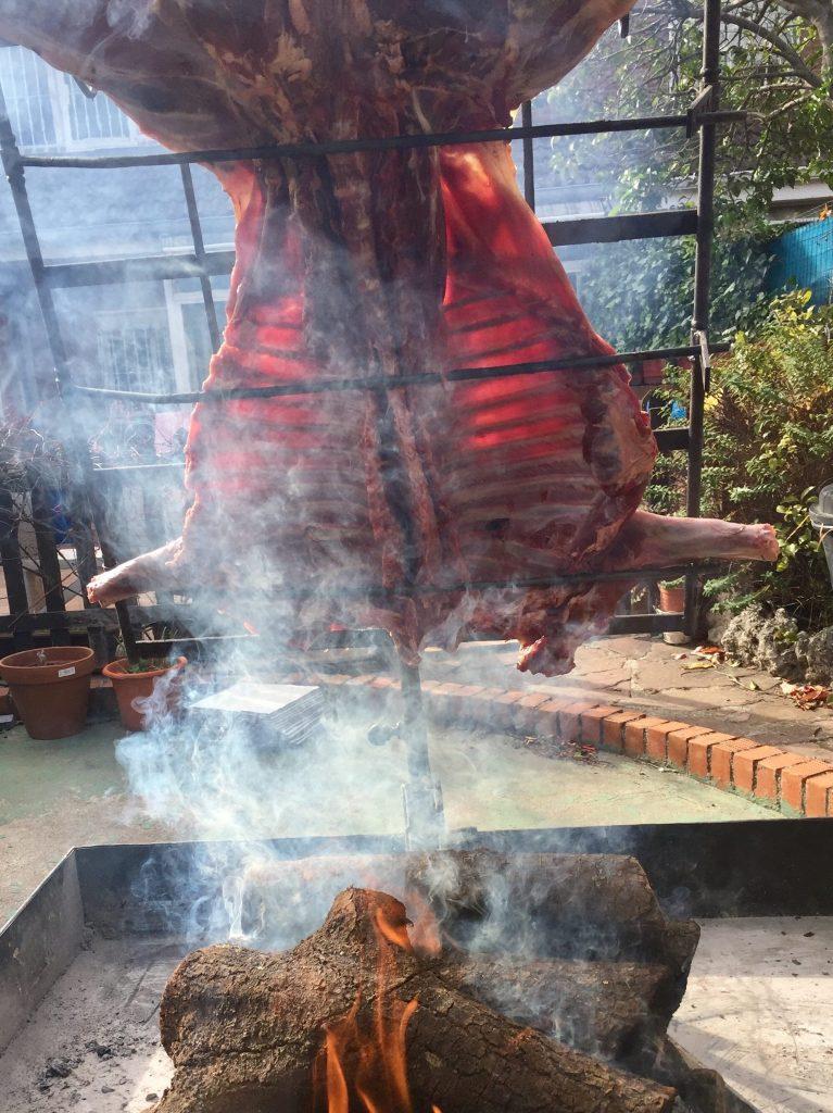 carnes de caza Jabalí pequeño a la estaca elaborado al asador criollo